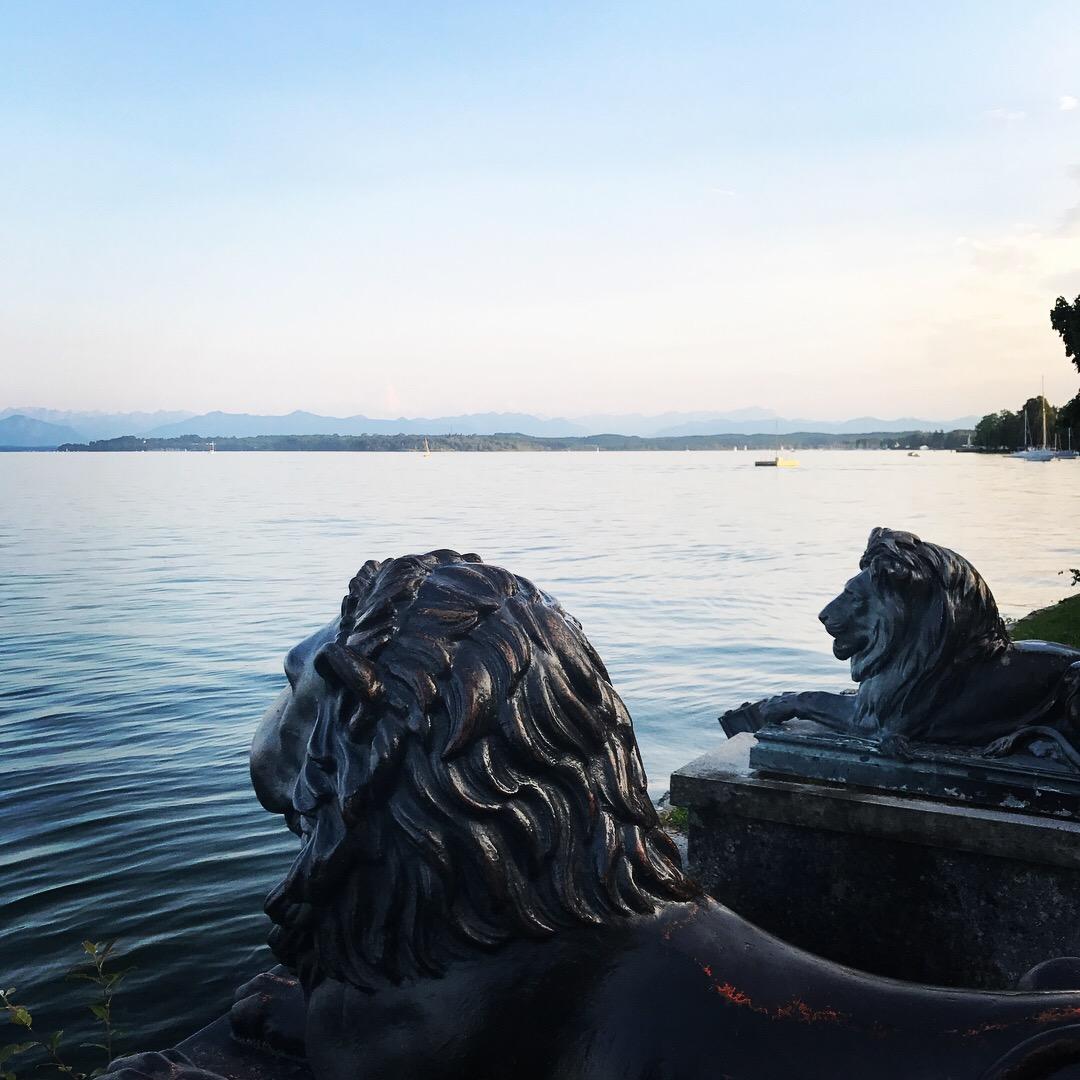 Blick vom Tutzinger Biergarten auf den Starnberger See