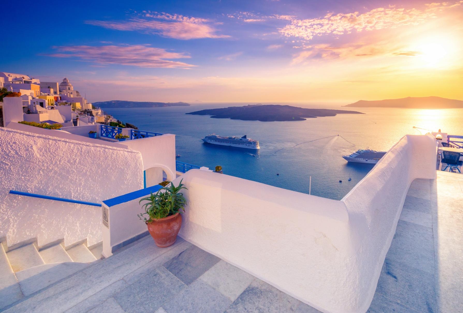Blick Fira / Vulkan von Santorin / Reiseziel Griechenland