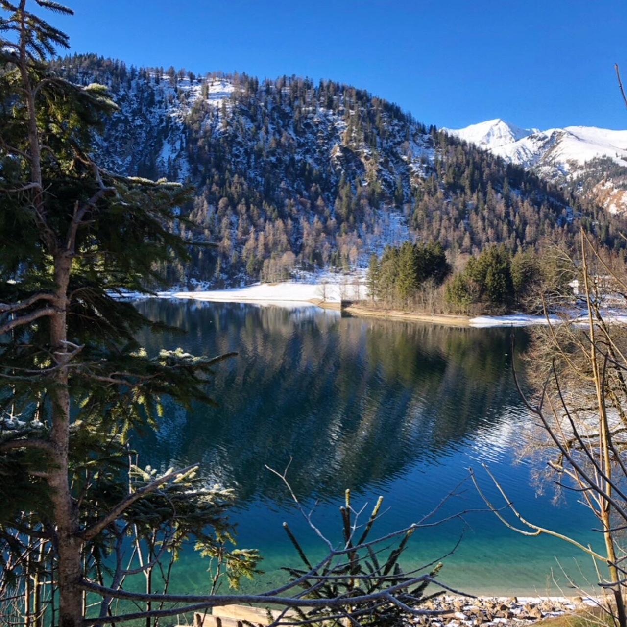 Blick auf den Achensee im Winter